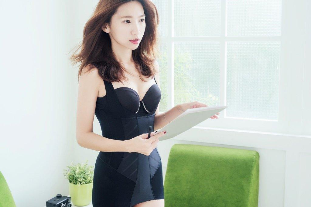 <Fashion>女人的隱形戰袍:Mollifix時尚塑身衣。從今每一步,都美的抬頭挺胸、昂首闊步