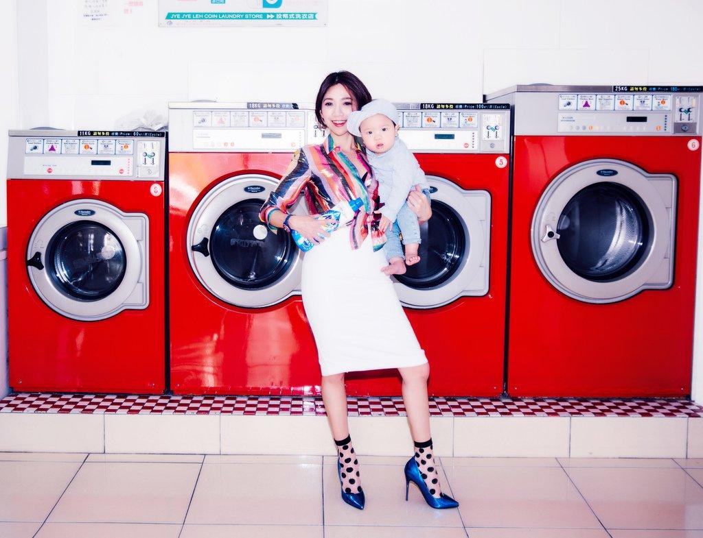 <lifestyle>我們都可以是時髦主婦!一匙靈抗菌EX 3倍 濃縮科技潔淨洗衣精,單隻手take care everything